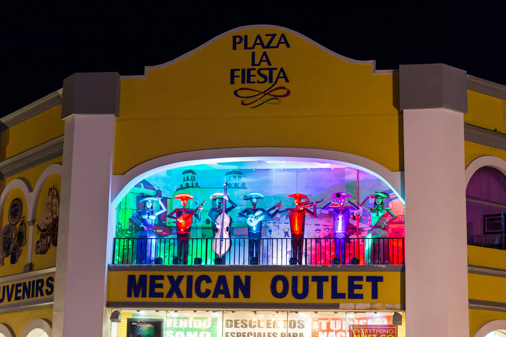 plaza la fiesta mexican outlet souvenirs in cancun